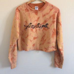 Gildan Crop Top Pullover Sweatshirt Horse Appliqué